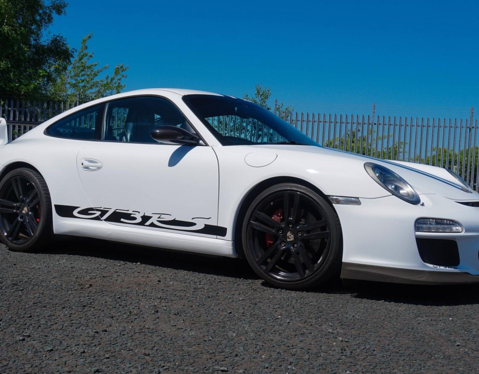 Porsche 911 full wrap in gloss white